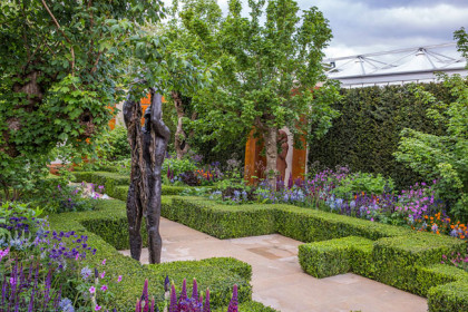 Let Heaven Go, Bronze Ed. 5 233 x 60 x 60 cm inc. base at RHS Chelsea Flower Show 2015