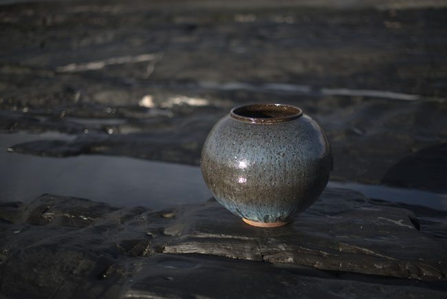 A2. Moon Jar, Stoneware with WaunLlodi slip and Nuka glaze h.38 cm.